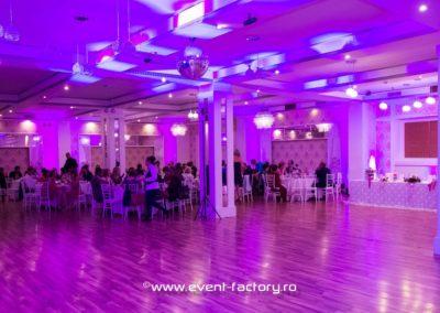 Roxana si Daniel Event Factory Dj Vladu Cabina Foto Showtime Ramnicu Valcea Maria Dragomiroiu Nunta Lumina Arhitecturala Fum Greu 3