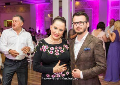 Roxana si Daniel Event Factory Dj Vladu Cabina Foto Showtime Ramnicu Valcea Maria Dragomiroiu Nunta Lumina Arhitecturala Fum Greu 6